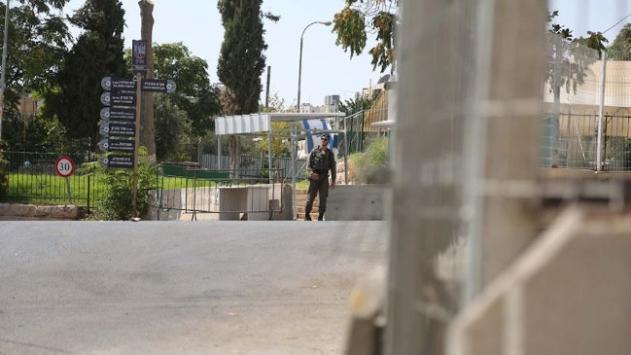 İsrailden açlık grevine başlayan 32 Filistinli tutukluya hücre cezası