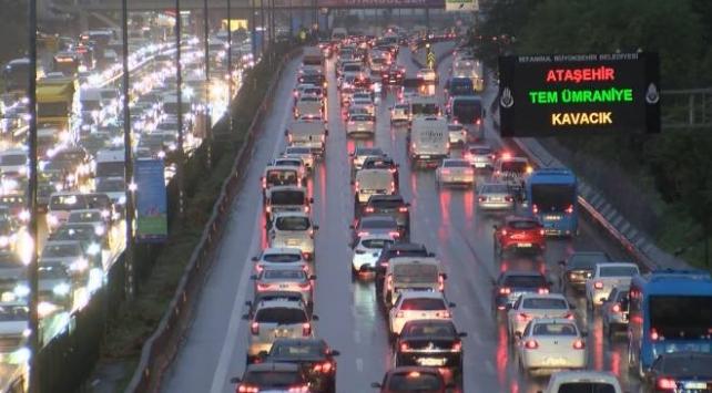 İstanbulda trafik yoğunluğu yüzde 81e ulaştı