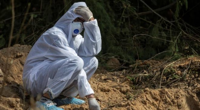 COVID-19dan son 24 saatte Hindistanda 730 kişi öldü