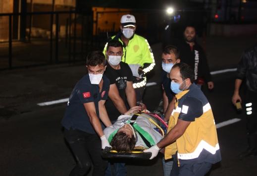 Küçükçekmecede bariyerlere çarpan motosikletin sürücüsü yaralandı