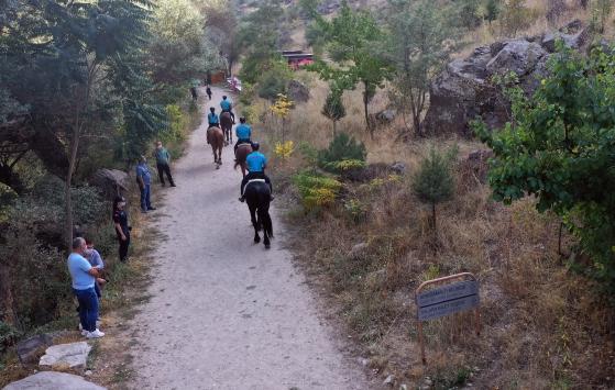 Ihlara Vadisinde atlı birlikler turistlerden yoğun ilgi görüyor