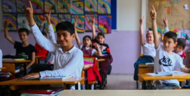 """""""Ciddi artış olmazsa diğer sınıflarda da yüz yüze eğitim gündeme gelebilir"""""""