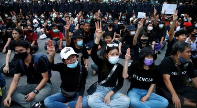 Taylandda karşıt gruplar arasında tansiyon yükseldi