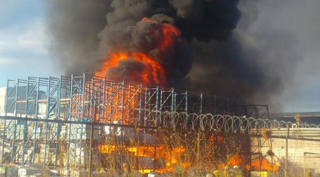 Balıkesirde zeytin yağı fabrikasının bahçesinde yangın
