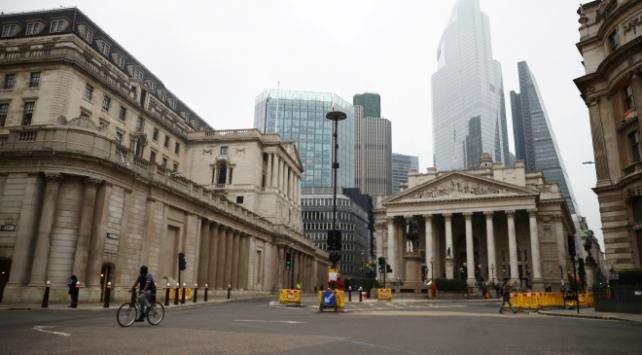 Londrada koronavirüs kısıtlamaları artırılıyor