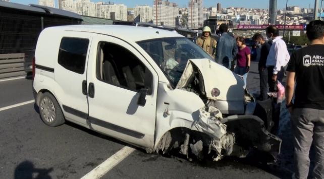 İstanbulda kaza sonrası trafik yoğunluğu oluştu