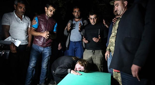 Ermenistanın mezarlıkta vurduğu siviller son yolculuğuna uğurlandı