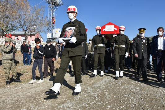 Hatayda şehit olan sözleşmeli er Volkan Soyun cenazesi Karsta defnedildi