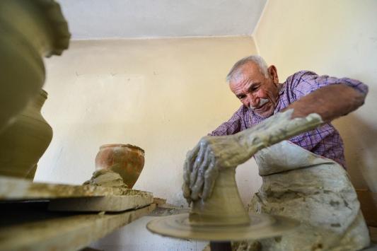 """""""Çömlekçi Halil dede"""", yarım asırdır çamuru sanata dönüştürüyor"""