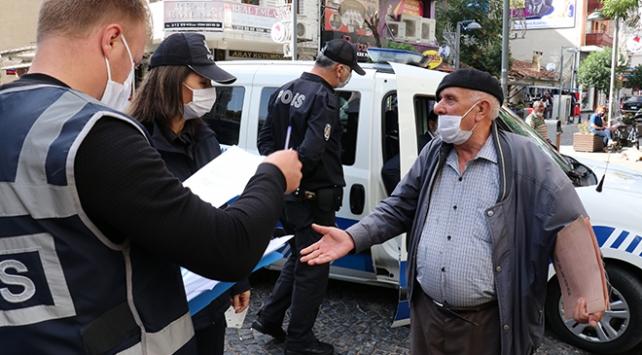 """Maskesini düzgün takmasını isteyen polise """"vebalı değilim"""" yanıtını verdi"""