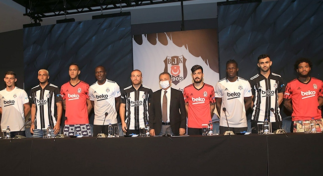 Beşiktaş yeni transferlerini tanıttı