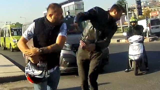 İstanbul'da trafik magandası terör estirdi