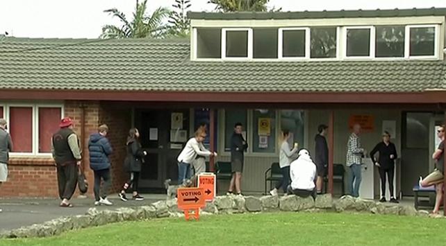 Yeni Zelandalılar genel seçim için sandığa gitti