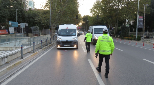 İstanbulda servis araçları denetimi: 196 sürücüye 87 bin lira ceza kesildi