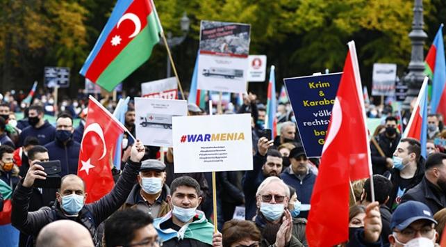 Almanyada Azerbaycana destek gösterisi düzenlendi
