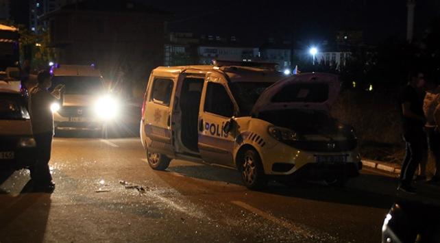 Uşakta polis aracıyla otomobil çarpıştı: 2 polis yaralandı