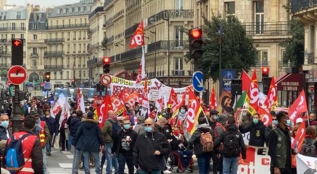 Fransada işçi sendikaları ve göçmenler Macron hükümetini protesto etti