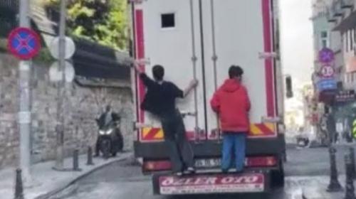 İstanbul'da çocukların trafikte tehlikeli yolculukları