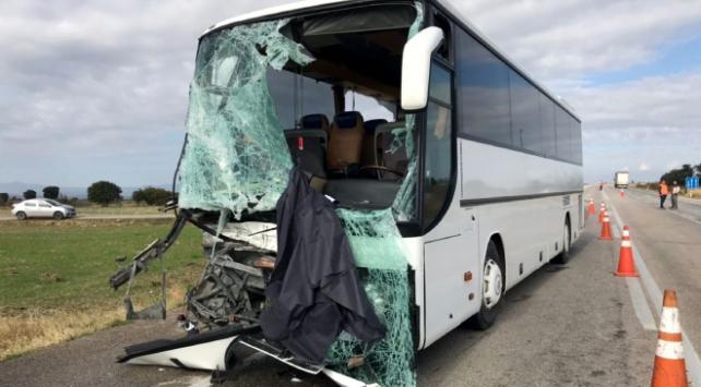 Edirnede yolcu otobüsü kamyonetle çarpıştı: 4 yaralı
