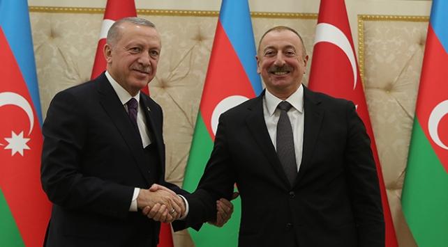 Erdoğandan Azerbaycana bağımsızlık günü kutlaması