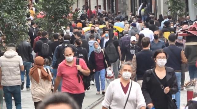 İstiklal Caddesinde dikkat çeken kalabalık