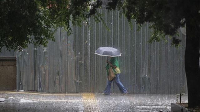 Ankara'da beklenen şiddetli yağış başladı