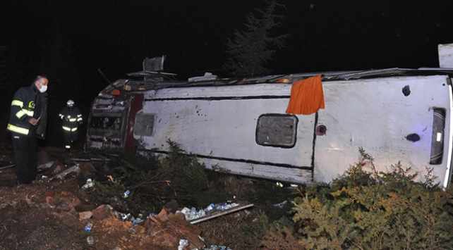 Eskişehirde yolcu otobüsü devrildi