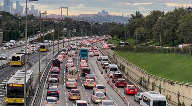 İstanbulda haftanın ilk gününde trafikte yoğunluk