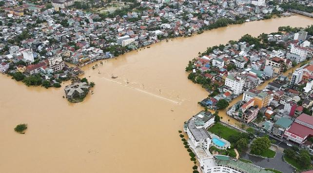 Vietnamdaki sel ve heyelanlarda can kaybı artıyor