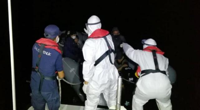Yunanistanın ölüme terk ettiği 9 sığınmacı kurtarıldı