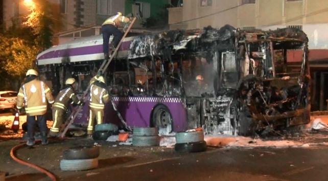 Beykozda alev alan otobüs küle döndü