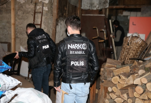 Beyoğlunda düzenlenen uyuşturucu operasyonunda çok sayıda şüpheli gözaltına alındı