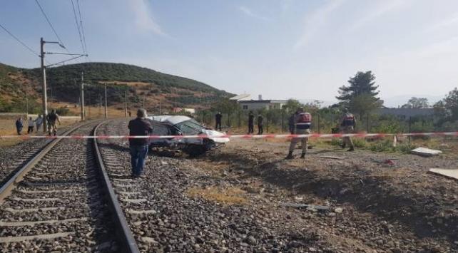Gaziantepte lokomotif hafif ticari araca çarptı: 2 ölü, 1 yaralı