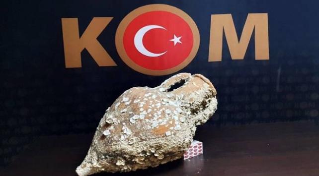 İzmirde 2 bin 500 yıllık amfora ele geçirildi