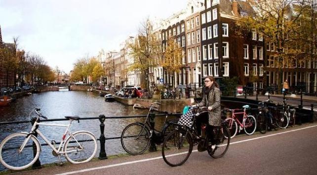 Hollandada kadınlara celp kağıdı gönderilecek