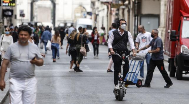 İtalyada son 24 saatte 10 bin 874 vaka tespit edildi