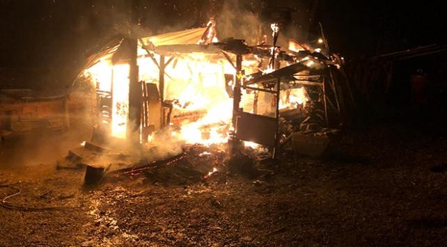 Kocaelinde fırından sıçrayan kıvılcımlar odunluğu yaktı