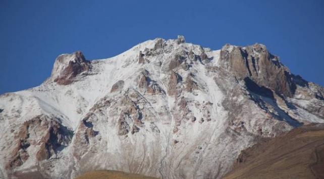Erciyes Dağına kar yağdı
