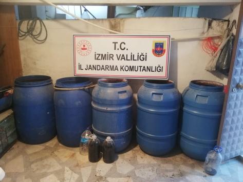 İzmirde bin 980 litre sahte içki ele geçirildi