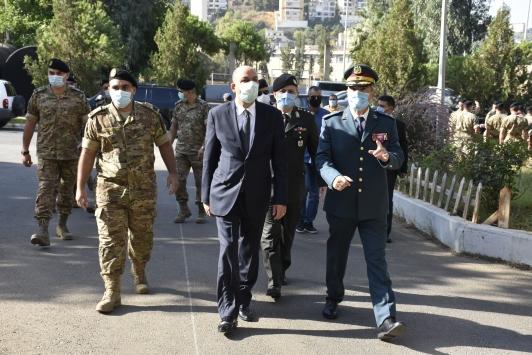 Türkiyenin Lübnan ordusuna hibe ettiği yardımlar törenle teslim edildi