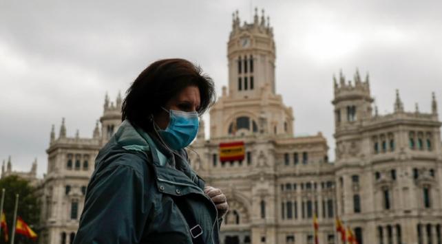 İspanyada günlük en yüksek vaka sayısı görüldü