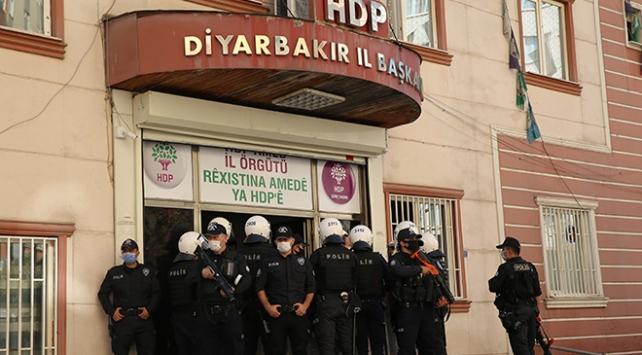 Diyarbakırda HDP il ve ilçe başkanları gözaltında