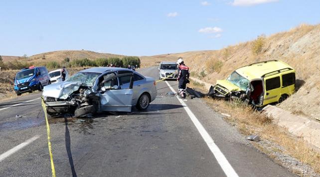 Yozgatta otomobille taksi çarpıştı: 2 ölü, 1 yaralı