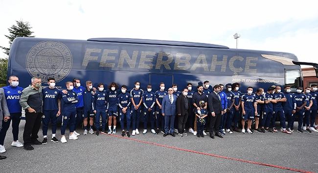 Fenerbahçede taraftarın tasarladığı otobüsün tanıtımı yapıldı
