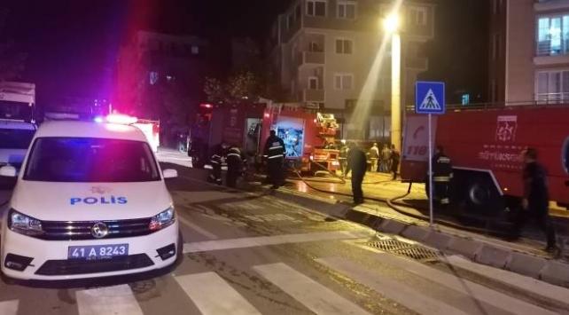 Mobilya atölyesinde çıkan yangında mahsur kalan kadın kurtarıldı