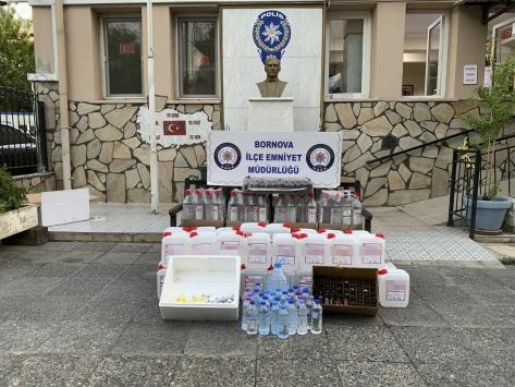 İzmirde sahte içki satışı yapılan kokoreççiye operasyon