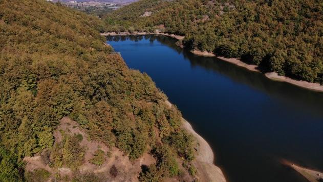 Gölet zengini Pazaryerinde sonbaharın ilk renkleri