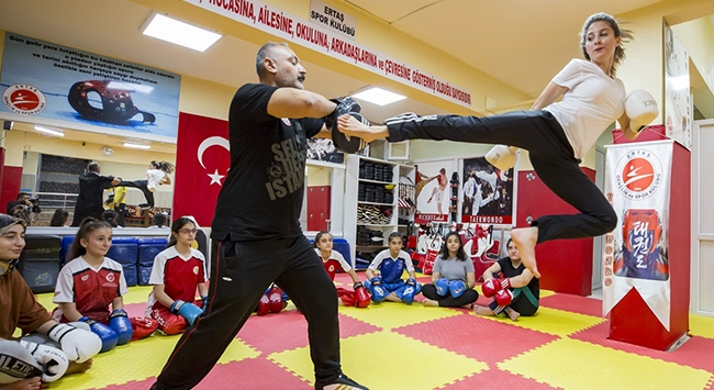 """Diyarbakırın """"altın kızlarından"""" spor çağrısı"""