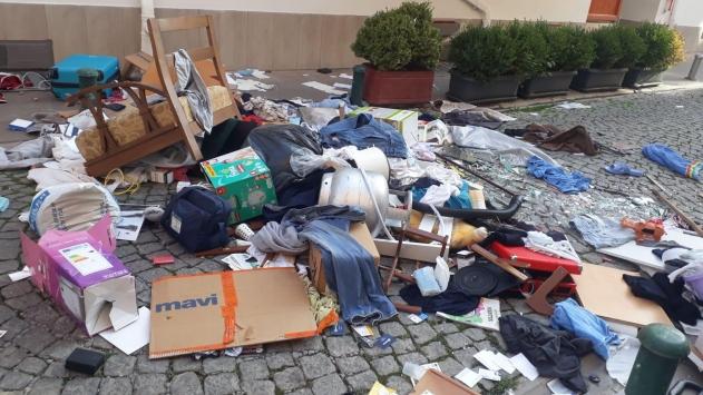 Eskişehirde evindeki eşyaları sokağa atan kişi tedavi altına alındı