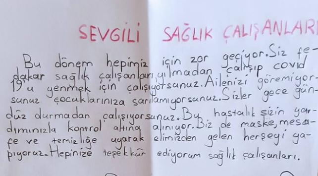 Minik öğrencilerden sağlık çalışanlarına duygu dolu mektuplar